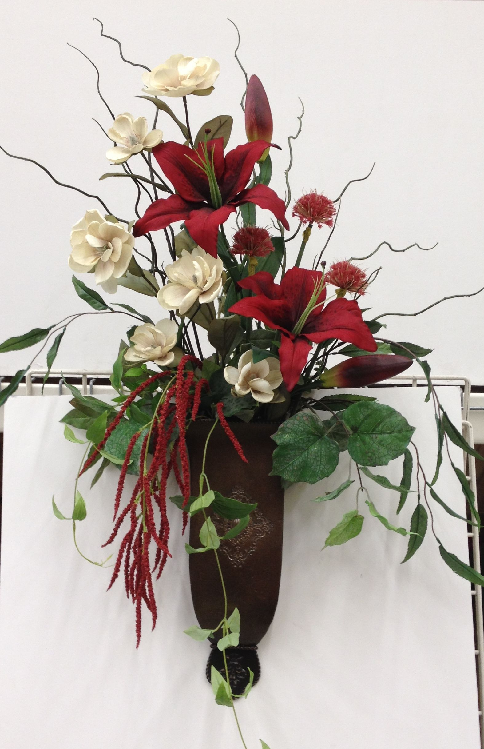 Large wall vase with red and cream flowers wreaths wall pockets large wall vase with red and cream flowers reviewsmspy