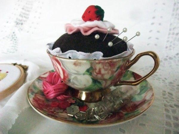 Girls Love Cupcakes: Teacup Cupcake Pincushion