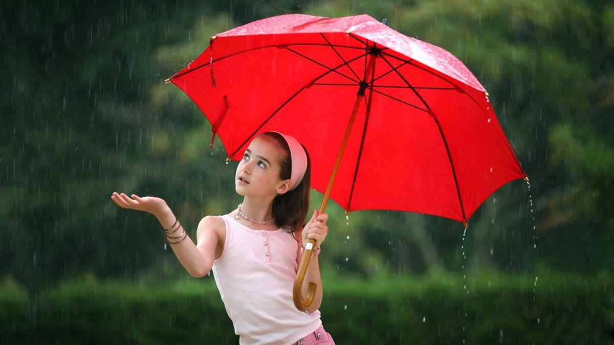 Cute Little Girl In Rain With Umbrella Girl In Rain Umbrella Photography Rain Pictures