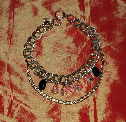 Collana catena metallo color oro satinato più catena color oro lucido e sei cristalli e lucite