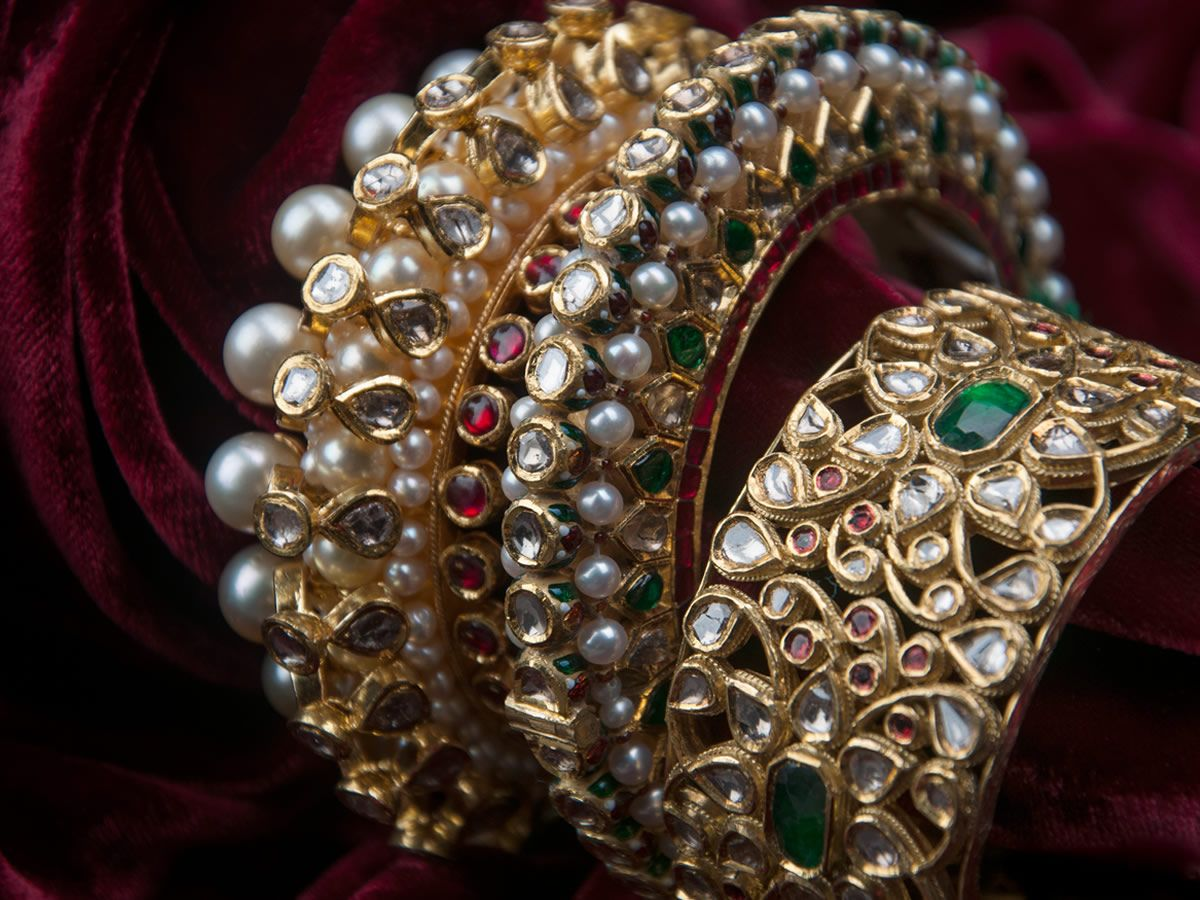 Jadau | Vasundhara Fine Jewellery | Bangles jewelry designs, Gold jewelry  fashion, Gold bangles design