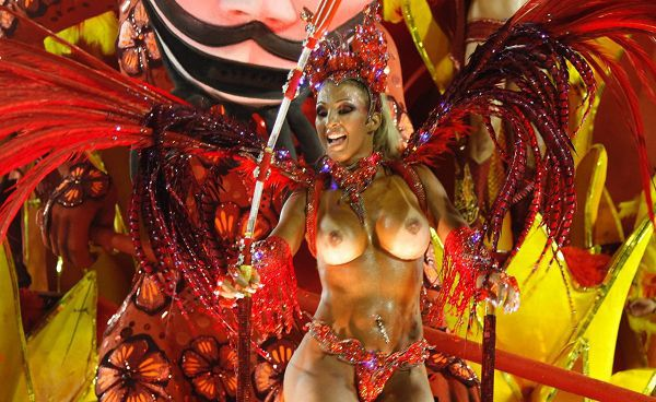 Голые бразильянки на карнавале фото