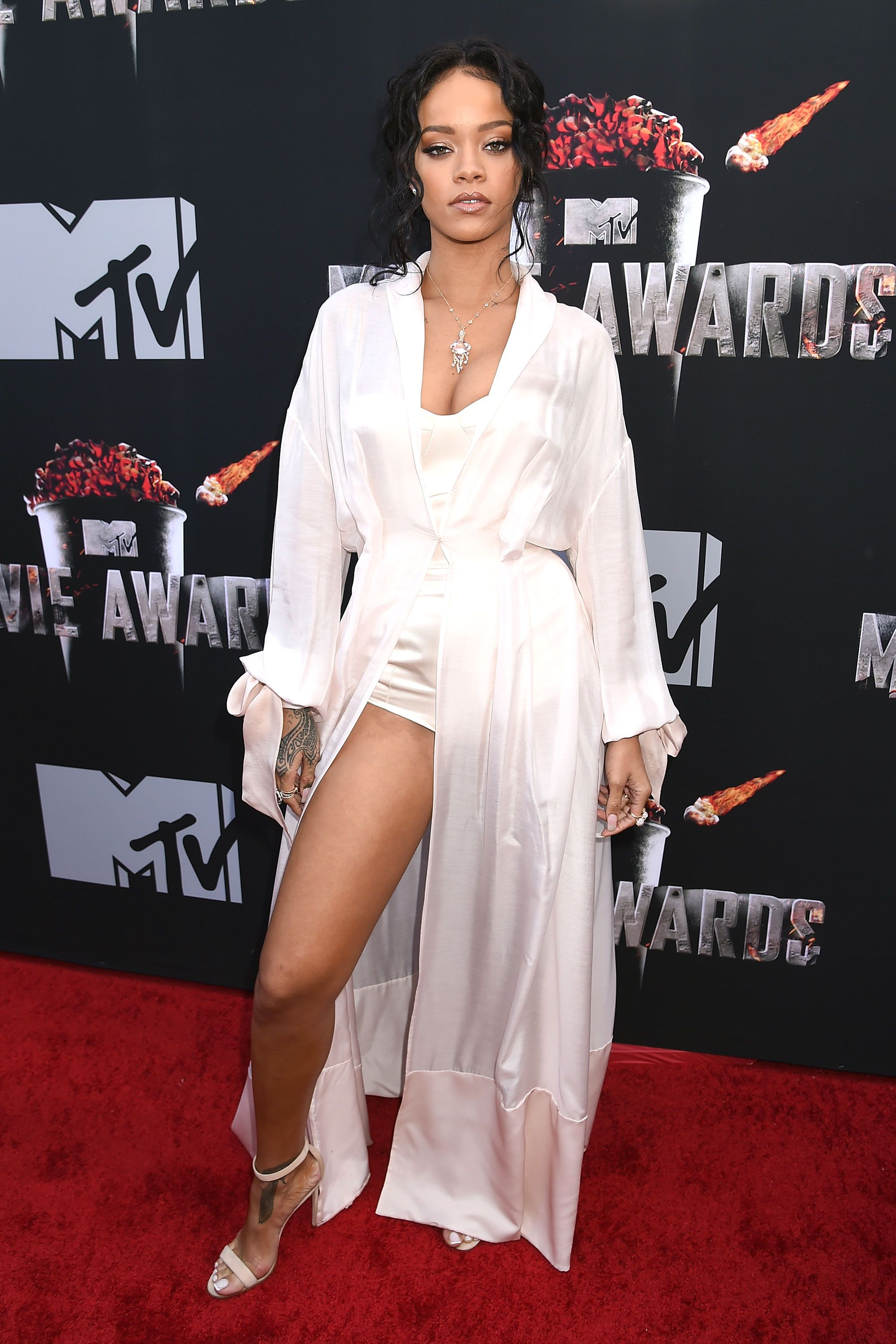 Rihanna Roter Teppich 5 To See At The Mtv Movie Awards Rih