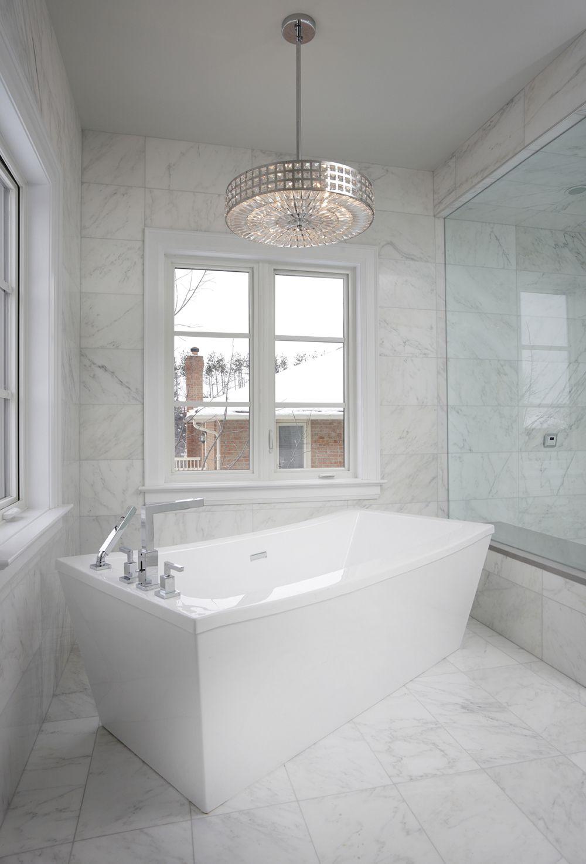 Kleines Badezimmer Kronleuchter Kristall White Marble Bathrooms Bathroom Chandelier Lighting Marble Bathroom Designs