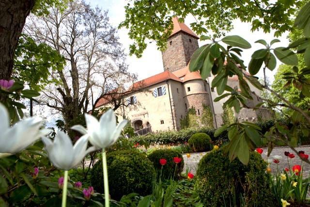 Hotel Burg Wernberg Schlossberg 10 92533 Wernberg-Köblitz Tel.: 0 96 04 / 939-0 Fax: 0 96 04 / 939-139 E-Mail: hotel@burg-wernberg.de