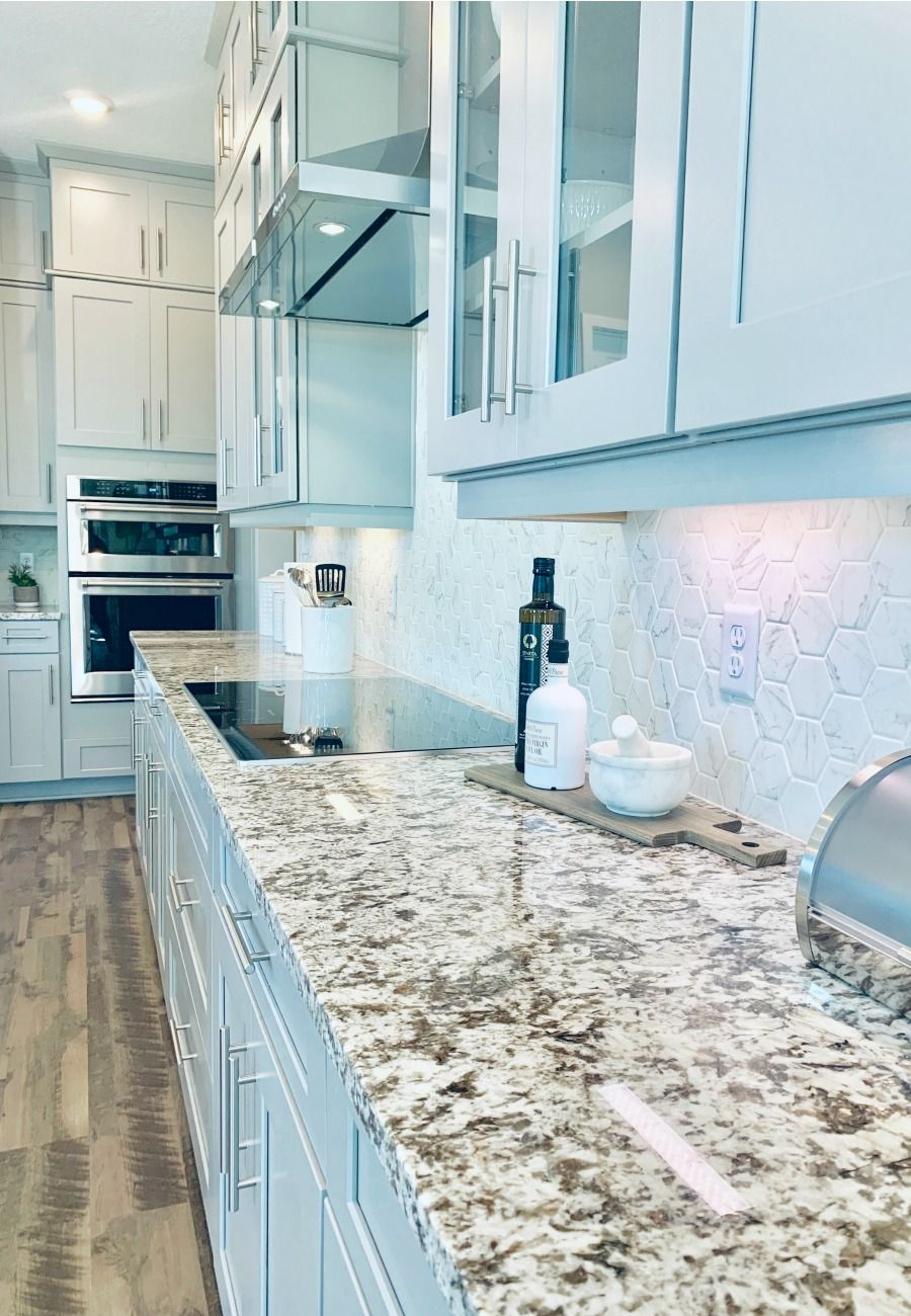 Are you looking for options for a luxury kitchen without a full renovation? Here's 5 new home construction ideas for your kitchen where you can add details without breaking the bank. #kitchens #renovations #kitchencounters
