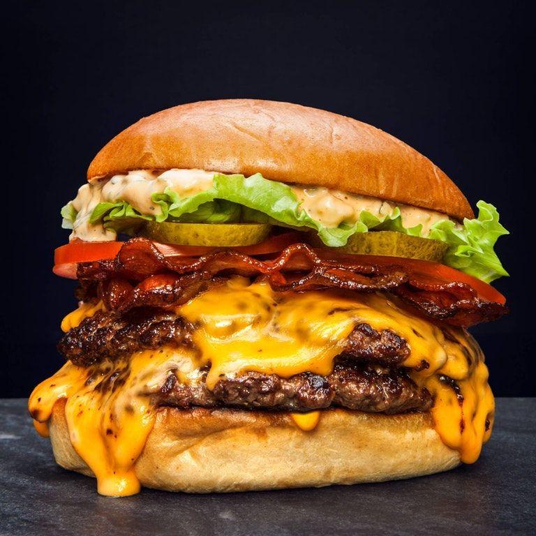 Cât de nesănătos este un burger? Vezi efectele consumului de fast food