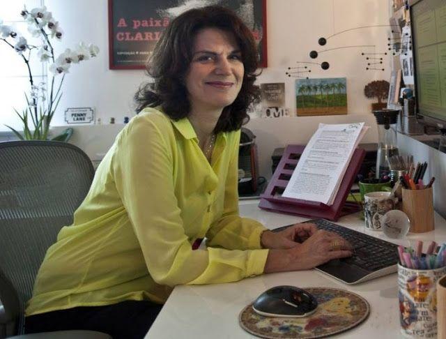 A autora Lícia Manzo