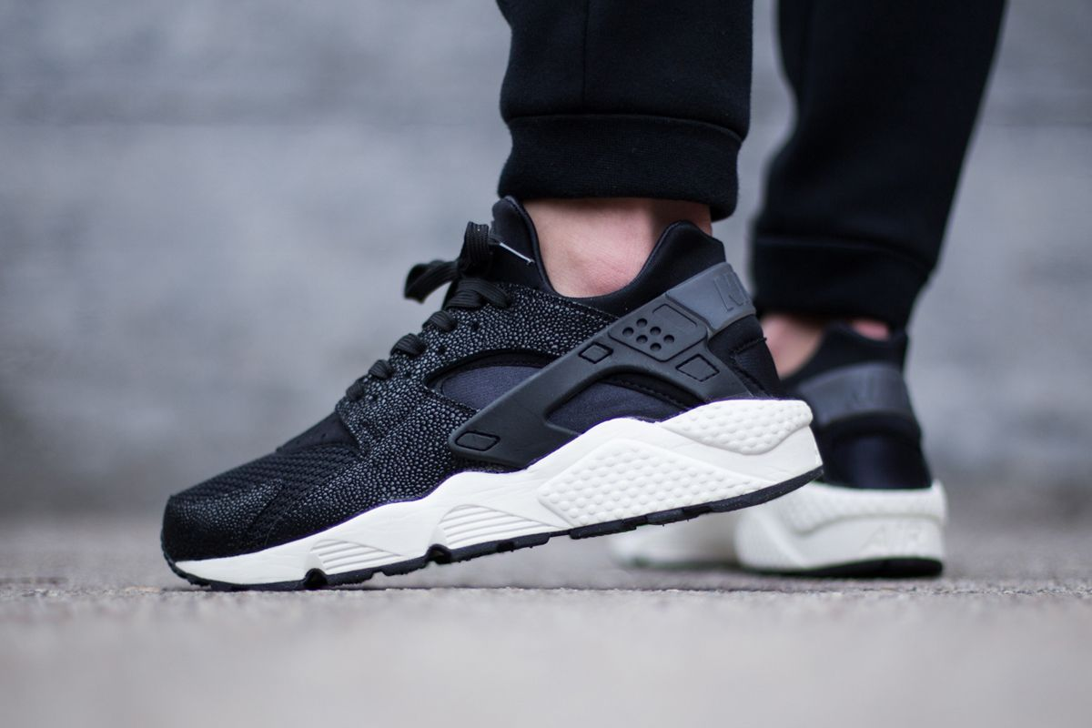 the best attitude 240b7 2cdae The Best Nike Huaraches Still Available To Buy  TheShoeGame.com .