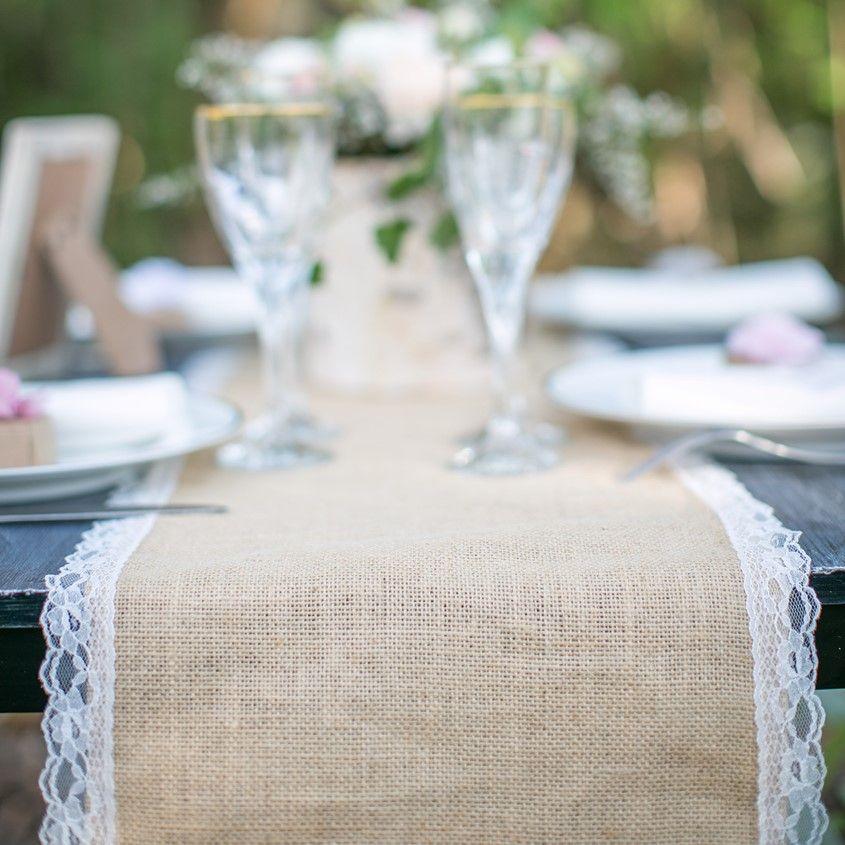 chemin de table toile de jute et dentelle pour mariage vintage mariage. Black Bedroom Furniture Sets. Home Design Ideas