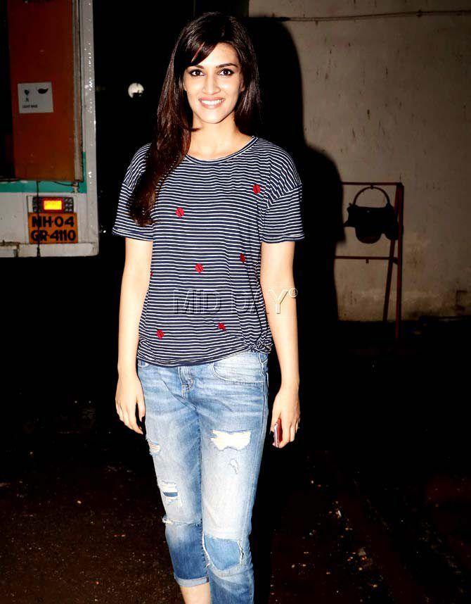 0d32c7de155fa0 Kriti Sanon at the Mehboob Studio in Bandra, Mumbai. #Bollywood #Fashion # Style #Beauty #Hot #Sexy