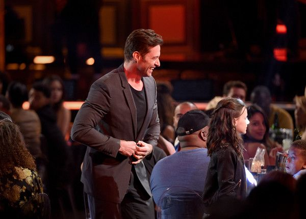 Hugh Jackman Photos Photos - Actors Hugh Jackman (L) and Dafne Keen accept the Best Duo award for 'Logan' during the 2017 MTV Movie And TV Awards at The Shrine Auditorium on May 7, 2017 in Los Angeles, California. - 2017 MTV Movie And TV Awards - Show
