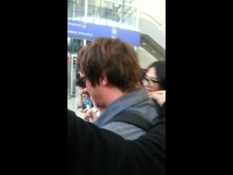 Meeting Graham Coxon at hong kong airport - YouTube
