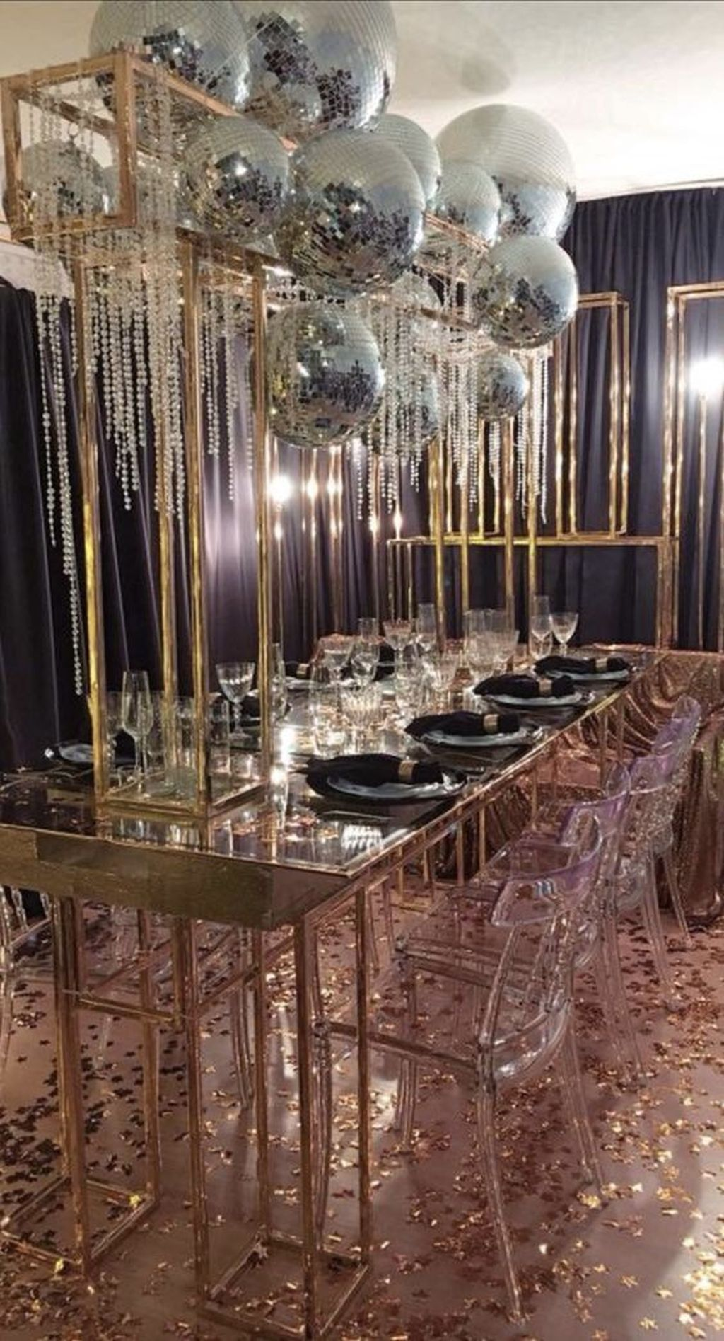 30+ Popular New Years Eve Table Decoration Ideas For