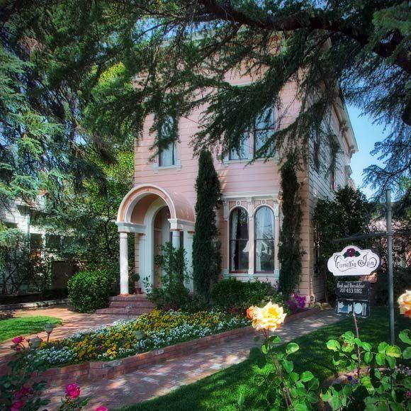 The Camellia Inn located in Healdsburg, CA. Cute B & B in