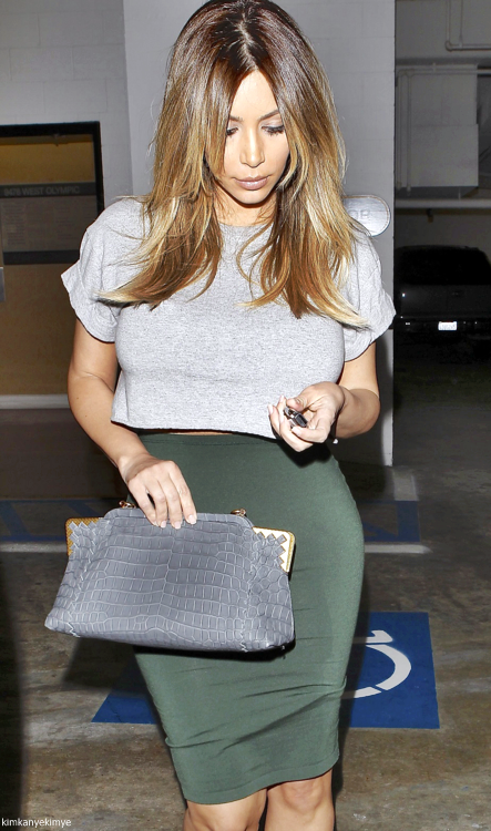 #kimkardashian #shopping #curves #fitspiration #style #fashion