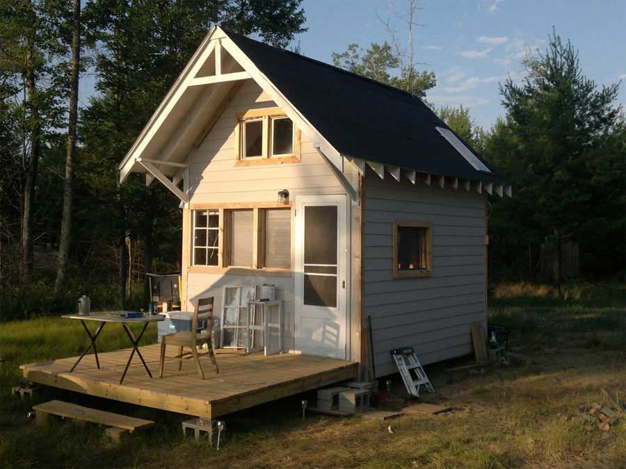 Tiny house in michigan great front deck kleines for Camping cabins plans