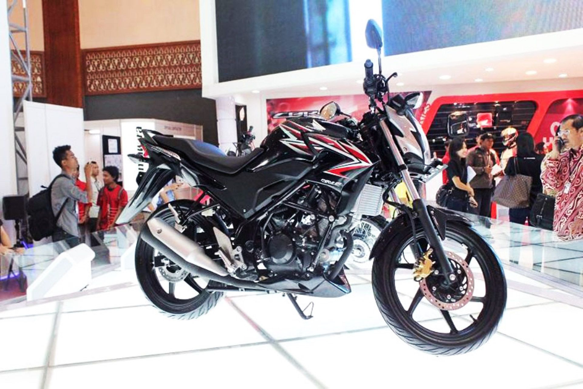 Honda might launch the cb150r streetfighter on 11th march bikewale news pinterest honda and march