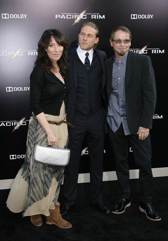 Astonishing Charlie Hunnam Family Charlie Hunnam At The Hollywood Premiere Hairstyles For Women Draintrainus