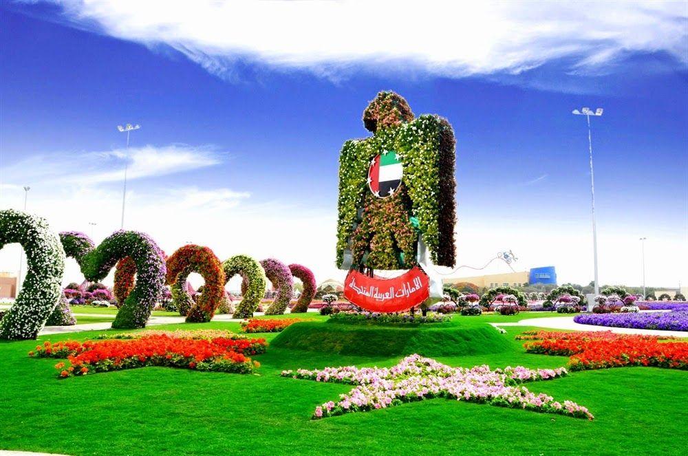 world s biggest flower garden miracle garden in dubai gardens