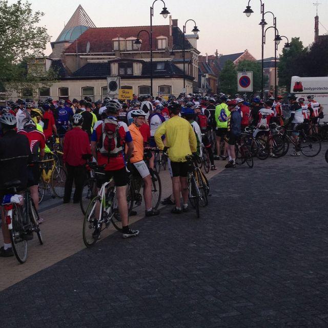Het is al gezellig druk!!! 100jr fietselfstedentocht