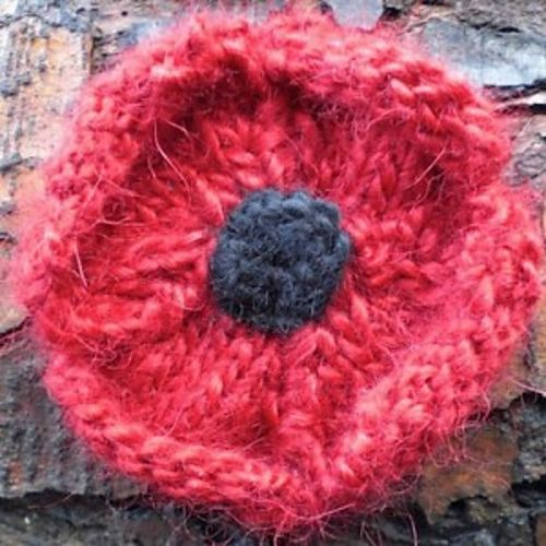 Poppy Brooch pattern by Rebecca Gallop | Knitted poppies ...