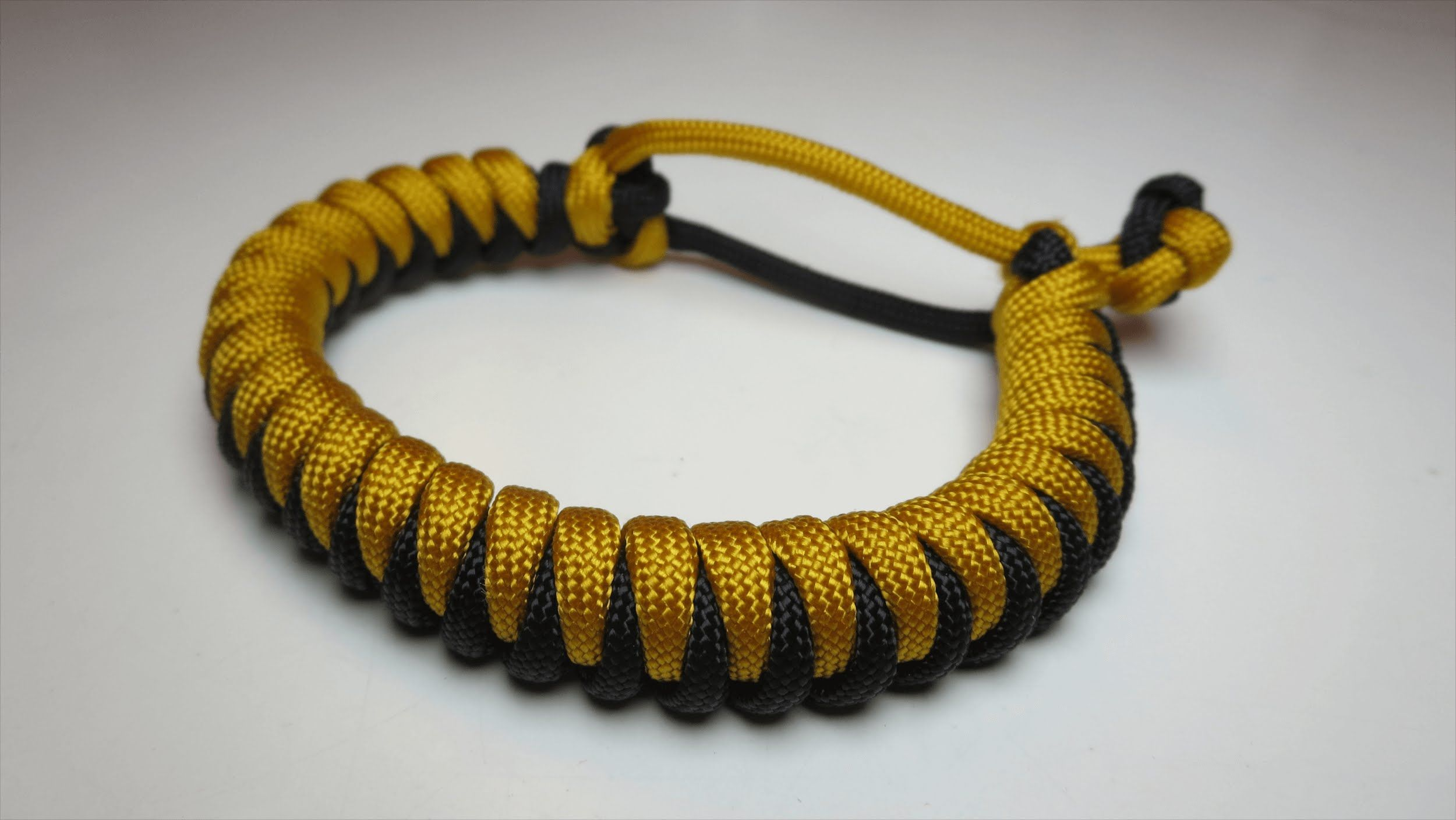 How To Make A Cork Paracord Bracelet Mad Max No Buckle Needed