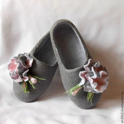 Валяные тапочки женские. Валяные тапочки `Нежность розы`