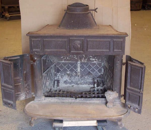 8: Ben Franklin Cast Iron Wood Burning Stove : Lot 8 - 8: Ben Franklin Cast Iron Wood Burning Stove : Lot 8 Hoilday