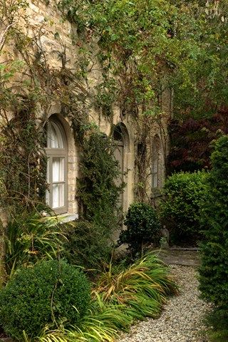This Cotswolds garden is a topiary dream world   Casas inglesas ...