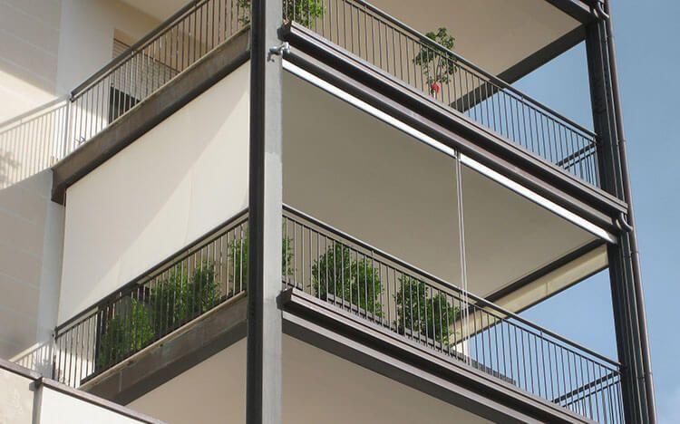 COBERTI Toldo vertical en balcón de vivienda. toldos