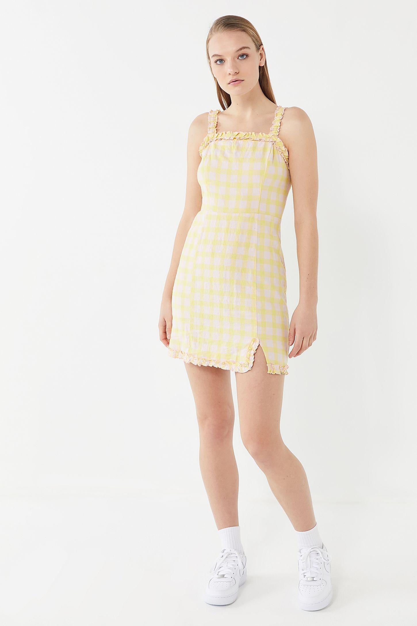 b4a4d34ad8c Slide View  5  UO Wren Linen Ruffle Mini Dress