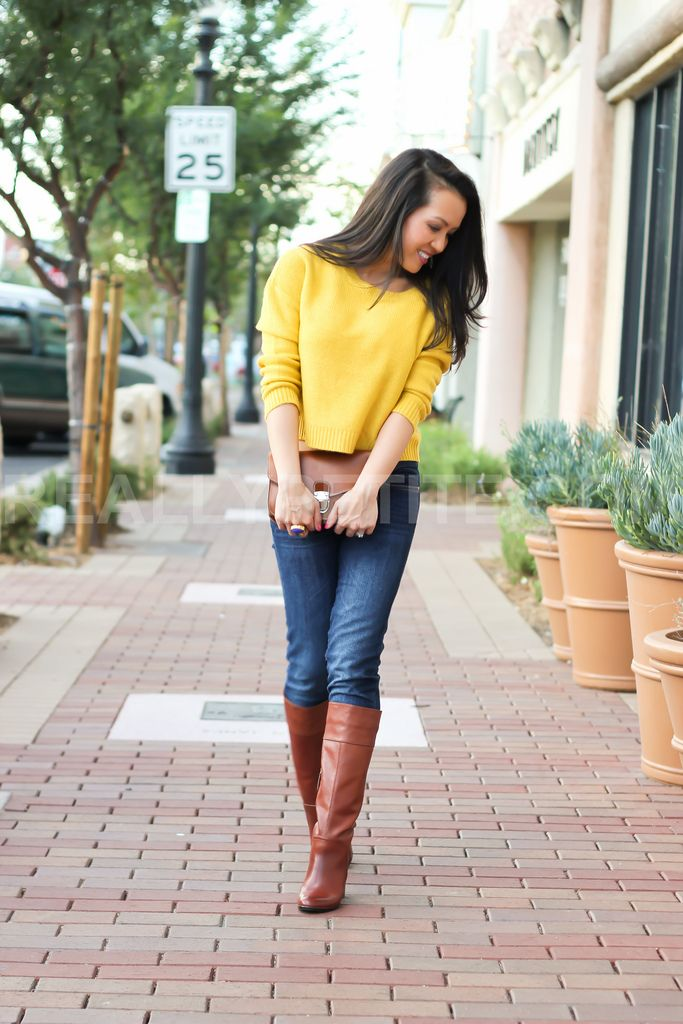 L9ve that sweater! Yellow sweater, skinny jeans, brown boots | My ...