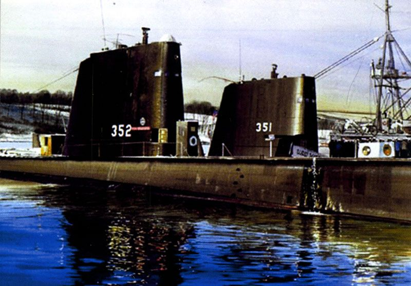 "SS.352 and SS351 / USS Halfbeak (ex-""Dory"") and USS Greenfish (ex-""Doncella"")"