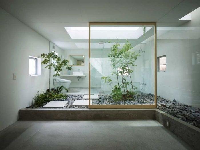 Vorschläge badezimmergestaltung ~ Minimalistisches japanisches badezimmer mit zimmerpflanzen