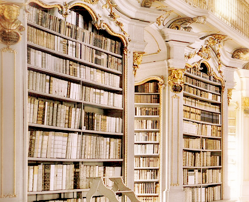 *gasp* .. takes me back to the feeling I had as a kid seeing Belle's library in Beauty&The Beast .. <3