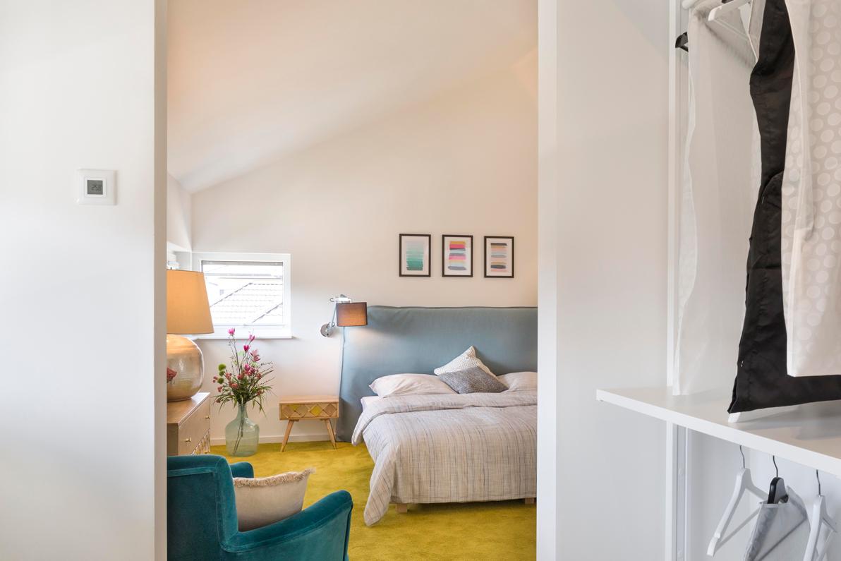Astounding Schlafzimmer Mit Ankleidezimmer Referenz Von Blick Aus Dem Offenen Kleiderschrank Ins Kampa