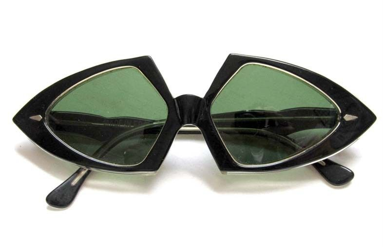 2f2ce5248e919 Vintage 1960 s Mod Runway Sunglasses Made in France Pointed Frames w  Green  Lens