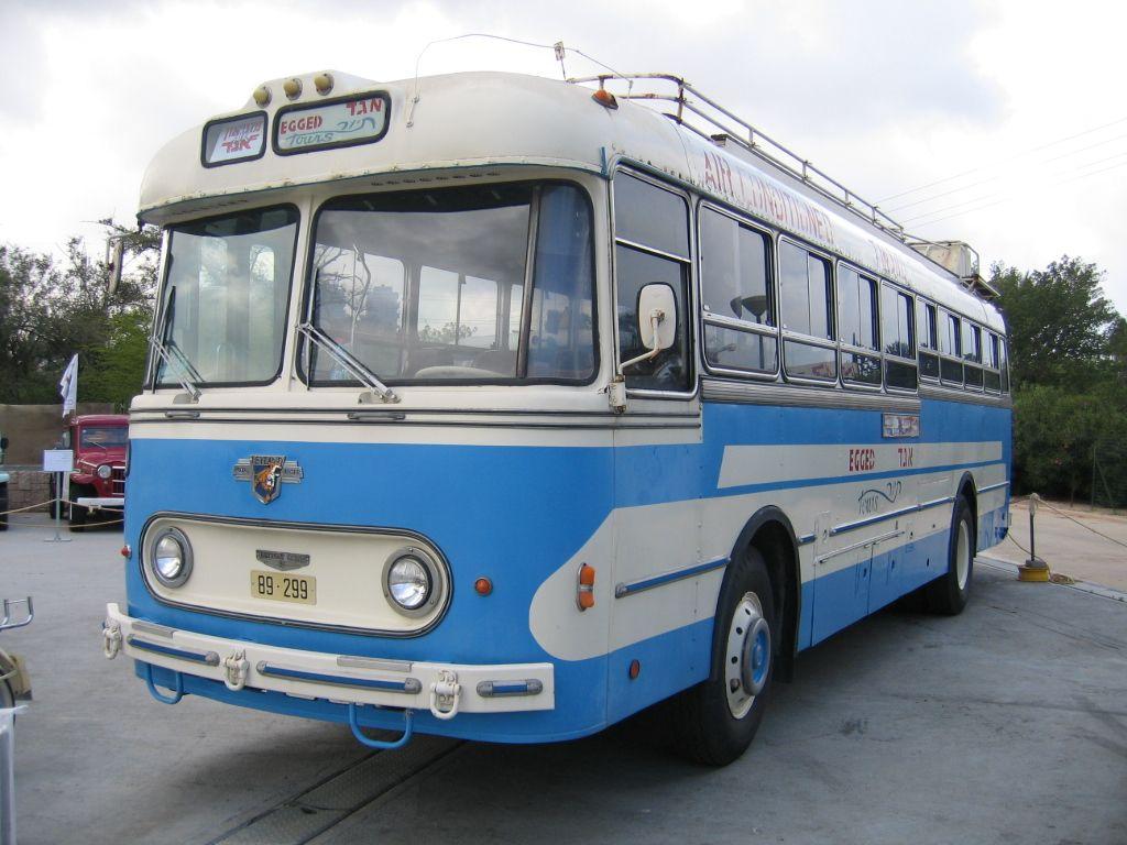 Old Buses Original File 1 024 768 Pixels File Size 359 Kb