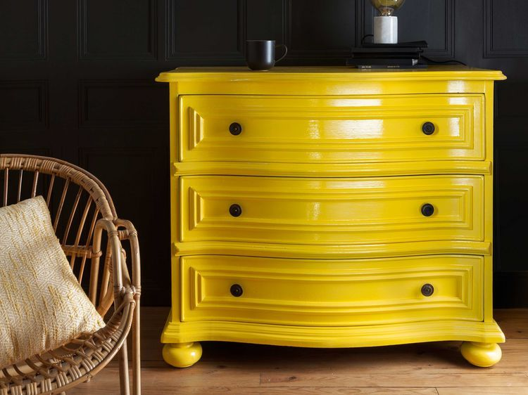 Peinture  une commode en laque brillante Buffet and Salons