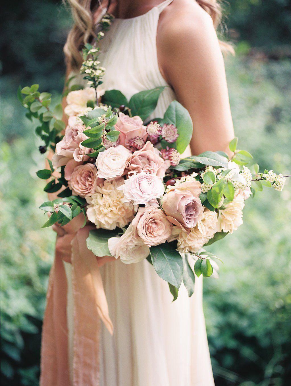Мая, какой букет подойдет к бежевому платью невесты