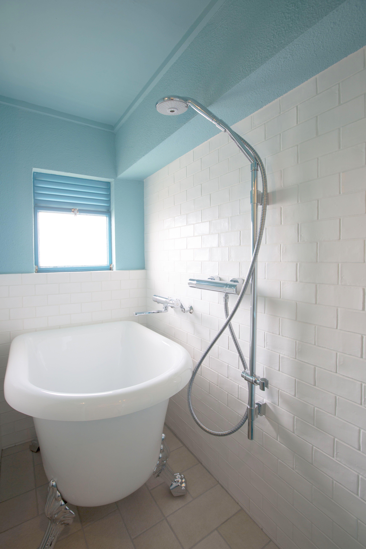 浴槽が猫足で可愛いのなんの 海外のドラマにも出てきそうなそんな浴室