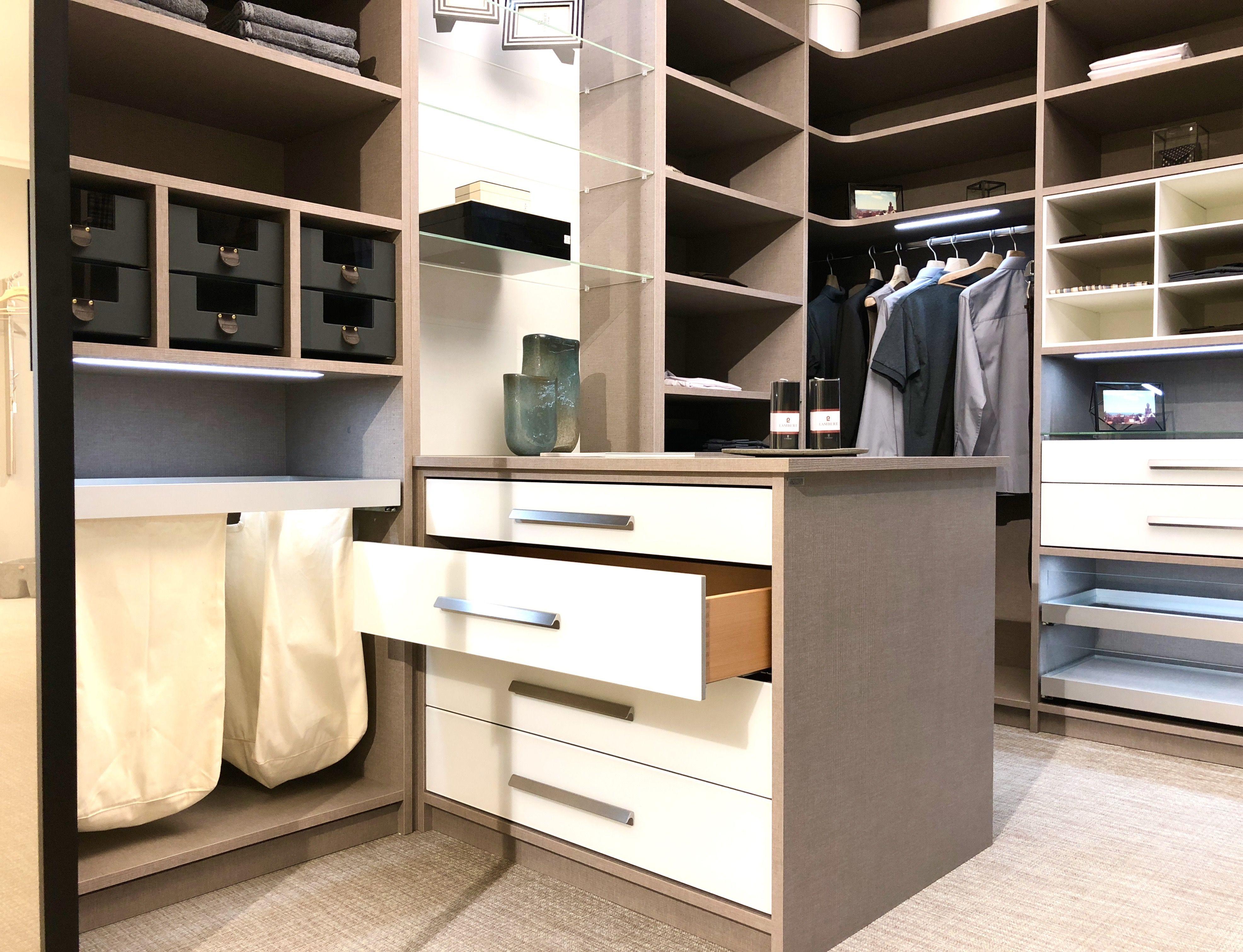 Wir Haben Wieder Fur Sie Geoffnet Ankleidezimmer Begehbarer Kleiderschrank Und Ankleide Zimmer
