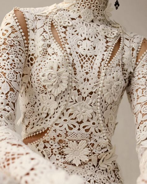 "Alexander McQueen on Instagram: ""Close up: Irish crochet lace features three-dimensional flowers and tangled garlands of leaves, all inspired by the curved lines of nature…"" #irishlace"