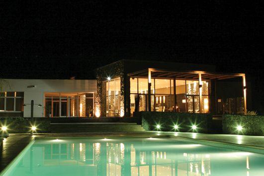 ESTUDIO 2424 ARQUITECTURA. Construcción en MADERA. Club House La Herradura. Buenos Aires, Argentina.