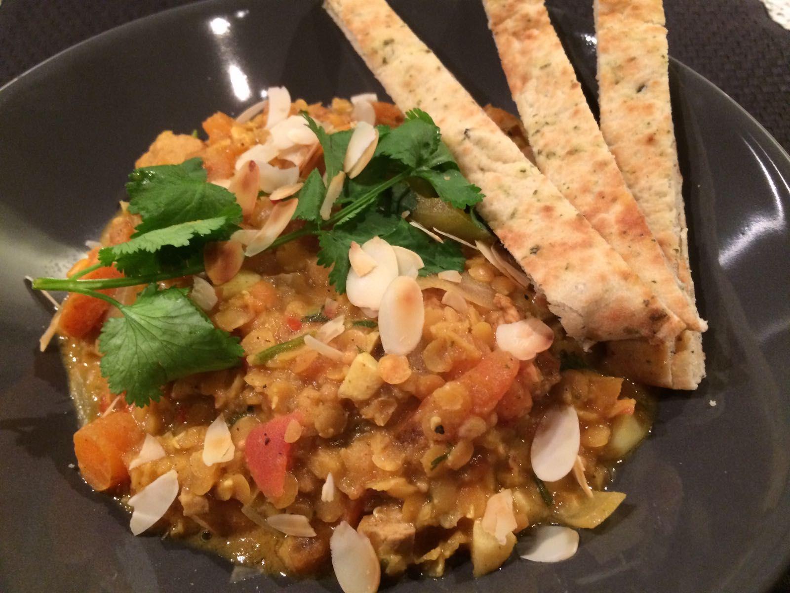 Met dit linzencurry recept maak je de heerlijkste curry gewoon zelf. Je kan hem maken als linzencurry met kip of als een vegetarisch linzencurry recept.