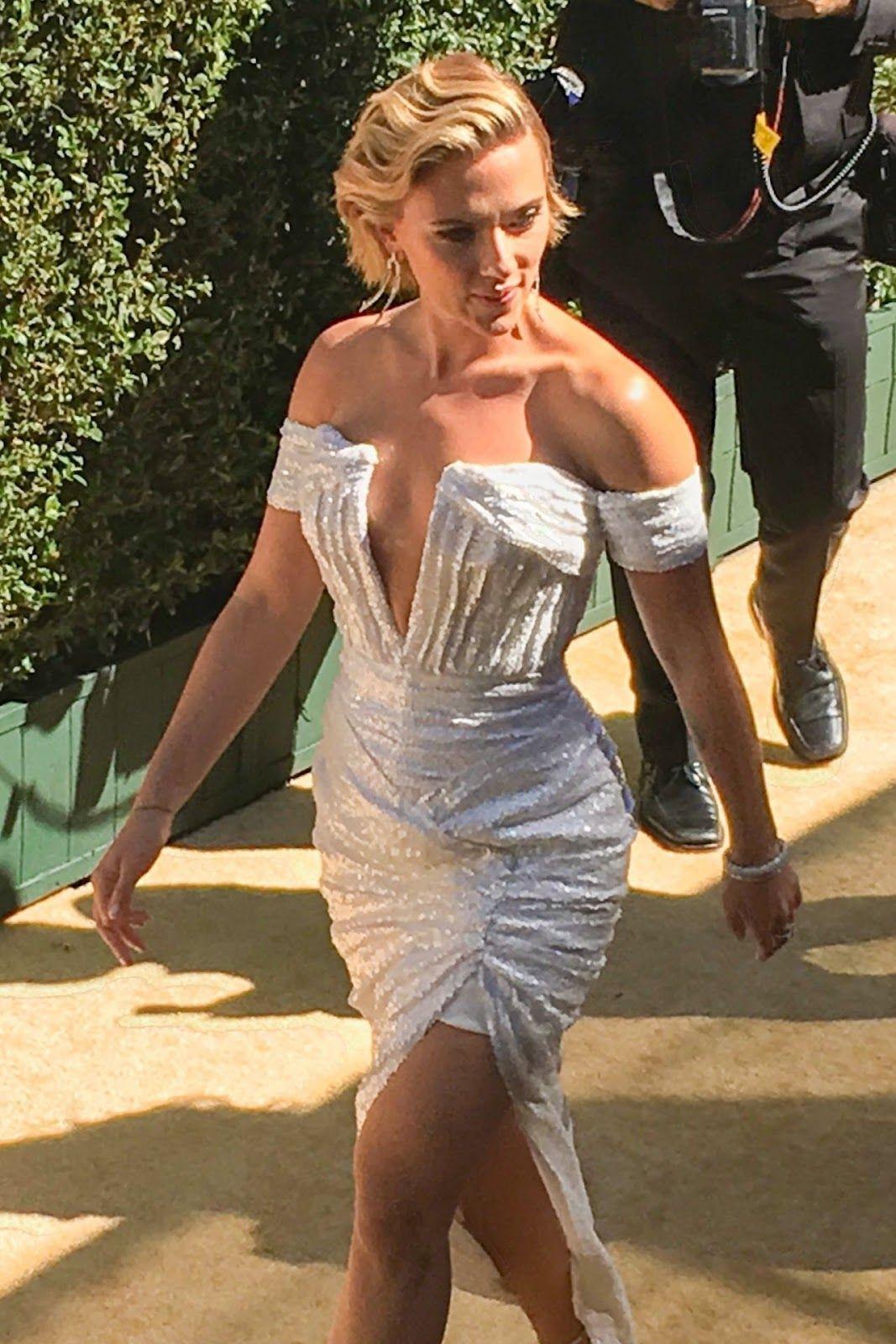 Scarlett Johansson – Arrives on the Gold Carpet at