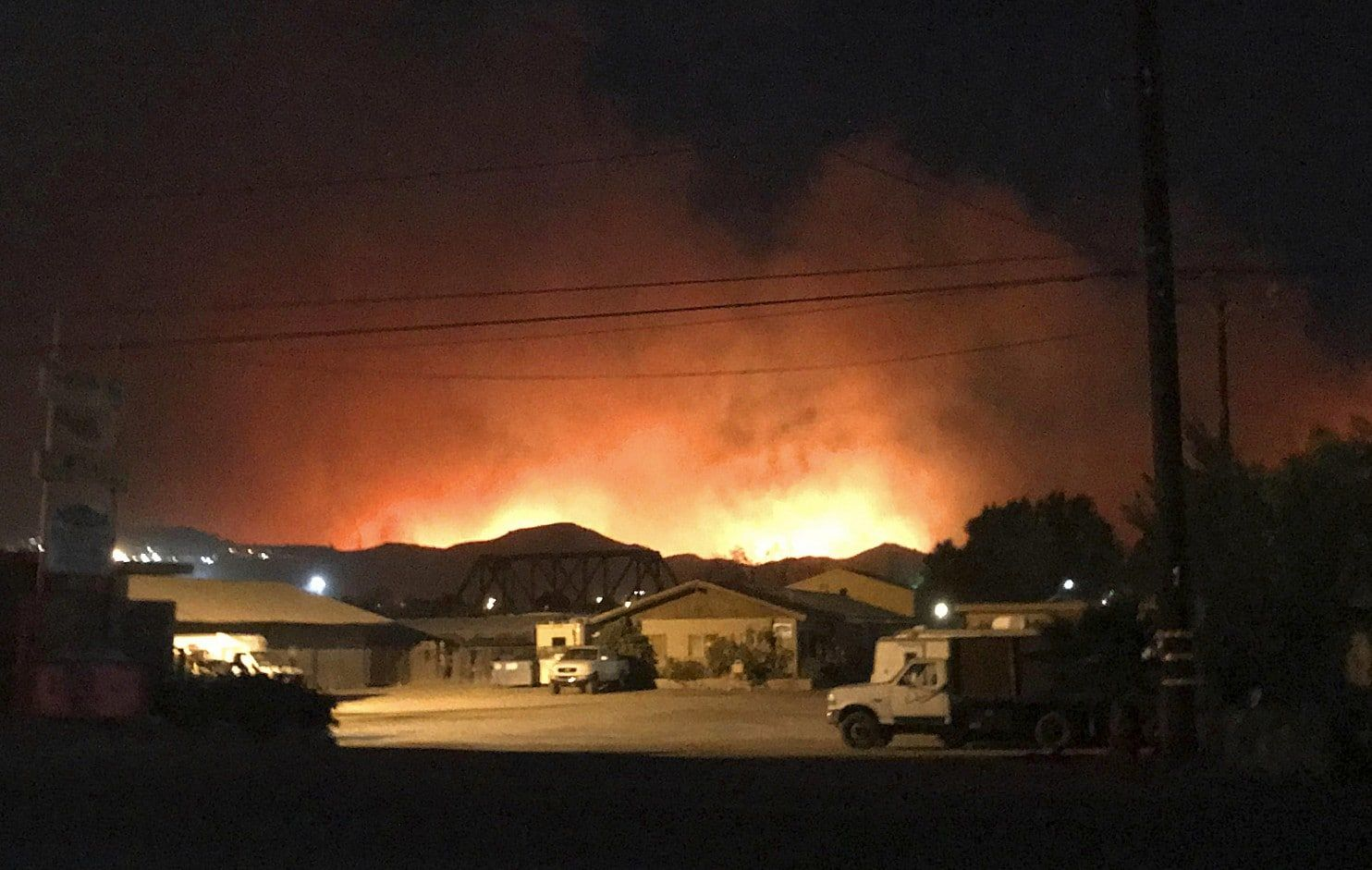 Ferocious Wildfires Ravage Southern California Evacuating Communities And Destroying Homes California Wildfires Fire Area California Map