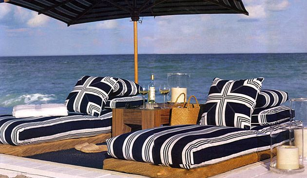 A little Ralph Lauren on the perfect spot on the beach! - Things We Love: Nautical Decor Outdoor Deco Pinterest Decor