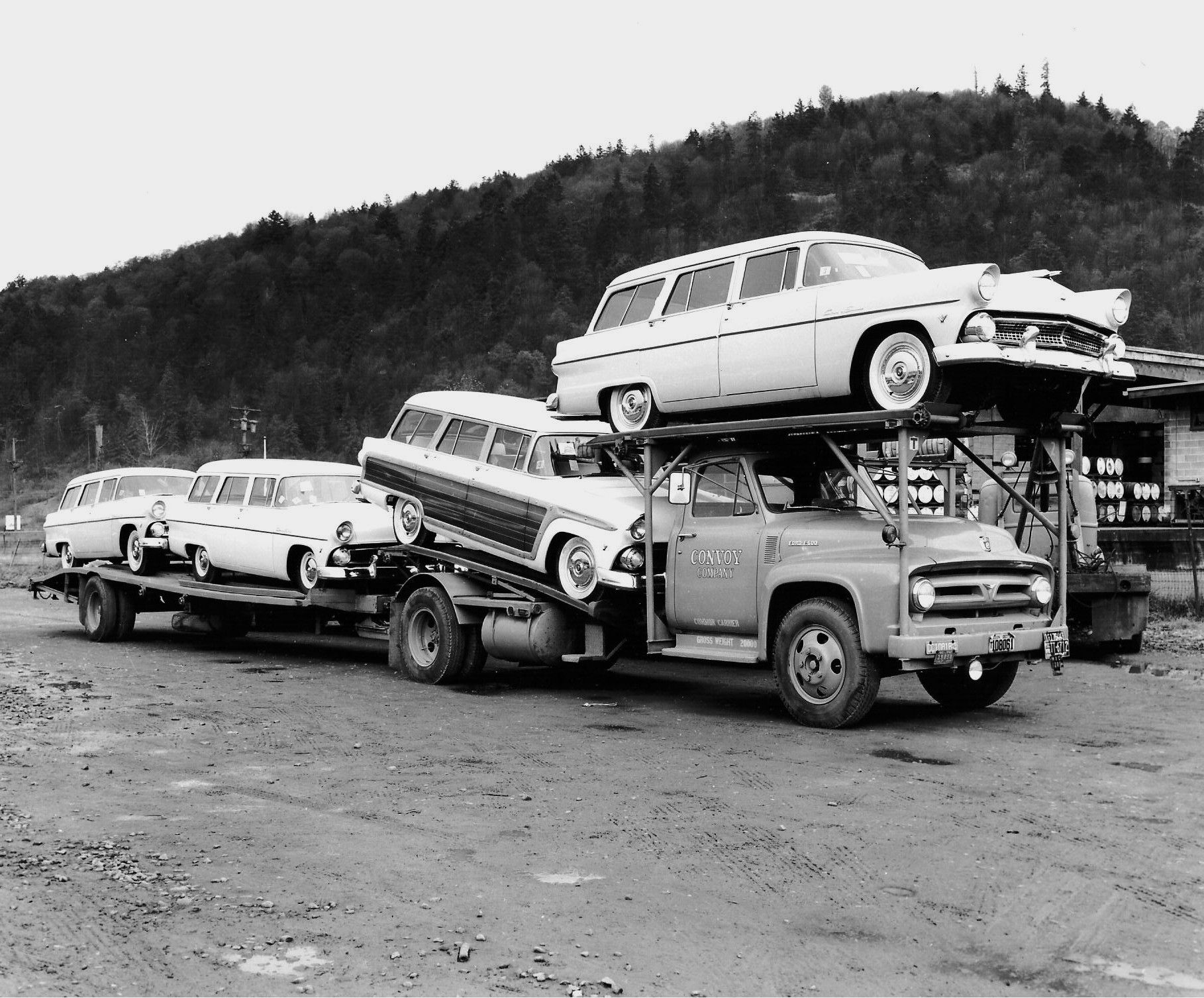 1953 Ford F 600 Convoy with 1955 Ford Wagons
